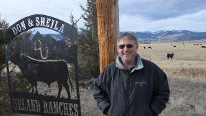 Don Uelandilla on kolme pientä karjatilaa.