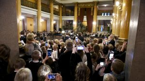 Koululaisille järjestetty valtakunnallinen itsenäisyyden satavuotisjuhla Säätytalolla.