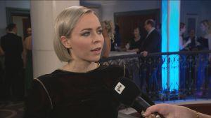 Muusikko, näyttelijä Paula Vesala Linnan jatkoilla.