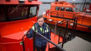 Luotsi Tarmo Nuutinen on aiemmin kulkenut maailman merillä rahtilaivan kapteenina.