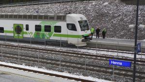 Juna Hennan asemalla