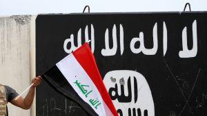 ISIL ISIS lippu ja Irakin lippu