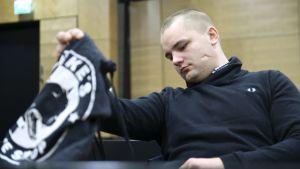 Helsingin Asema-aukion törkeästä pahoinpitelystä käräjäoikeudessa tuomittu Jesse Torniainen asian käsittelyssä Helsingin hovioikeudessa perjantaina 15. joulukuuta 2017.