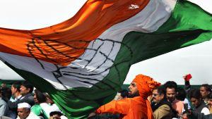 Kongressipuolueen kannattajat juhlivat Rahul Gandhin nousua puolueen johtoon.