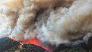 Kalifornian Santa Barbaran piirikunnan palo ilmakuvassa
