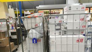 Pakettirullakkoja ruokakaupassa