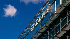 Sanomatalo jossa Helsingin sanomein logo