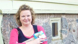Sanna Lindholm och hennes singel Inga bekymmer.
