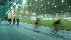 Cyklister i Botnihallen