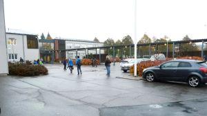 Meritalon koulu och Salo svenska skola.