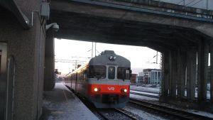 Y-tåg på Karis järnvägsstation