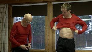 Jaakko ja Sami pukeutuvat Ruskovillan paitoihin.