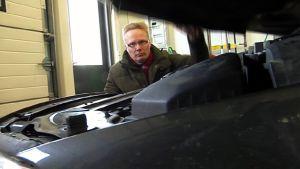 Toimittaja Lauri Miettinen selvitti Volvon ja Volksvagenin tyyppivikoja.