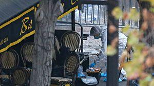 Brottsutredare utanför konsertsalen Bataclan, där ett nittiotal människor miste livet.