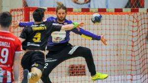 Martin Pråhl parerar Olli Tamminens skott