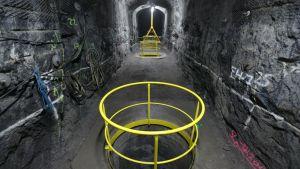 Slutförvaringsanläggningen för kärnavfall i Onkalo. Bräsnlestavarna från kärnkraftverken isoleras i långa kopparkapslar som sedan sängs ner i cylinderformade hål där de ska liggga i 100 000 år.