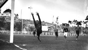 Shakkia nurmella – jalkapallon historia