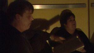 Reinikainen on jumissa hississä Ritva Valkaman kanssa