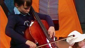 Musiikkileiri hyppykylässä