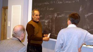 Nerokas Edward Witten on kehittänyt säieteoriaa, josta toivottiin kaiken teoriaa