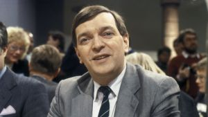 Minusta presidentti - Paavo Väyrysen kampanja alkaa (1987)