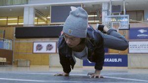 Dom kallar oss invandrare: Dansen har ett starkt uttryck i Finland