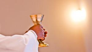 Paasto ja ruoka liittyvät kaikkiin uskontoihin, kristityillä pöytään katetaan syötäväksi itse Jumala