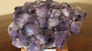 Mineraalievoluutio - kivien ja elämän vahva yhteys lisäsi mineraalien määrää tuhansilla