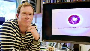 Valolla ohjattava mikrorobotti, keinoiiris ja kärpäsloukku – akatemiatutkija Arri Priimägi palkittiin tieteellisestä rohkeudesta