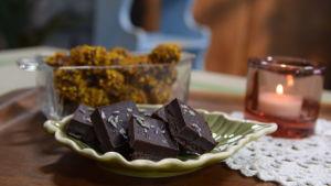 Suklaakonvehteja ja puolapuita