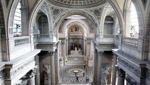 Haamuja Pantheonissa
