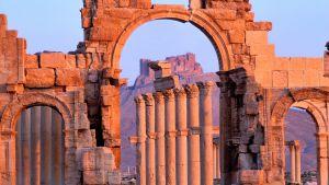 Koko ihmiskunnan aineellista perintöä on tuhottu Palmyrassa ja Babylonissa