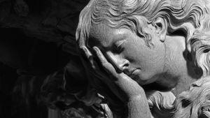 Sureminen ei ole vain murhetta vaan uuden suhteen luomista vainajaan