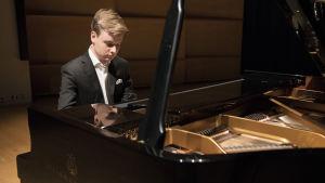 RSO:n konsertti: Joshua Weilerstein, Ossi Tanner ja Jonas Silinskas
