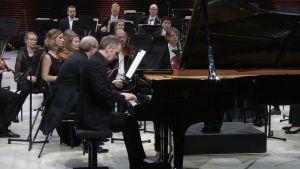Solistina pianisti Steven Osborne