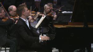 Solistina pianisti Ossi Tanner