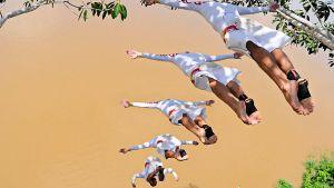 Hyppy Amazoniin