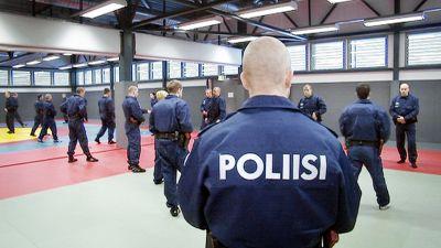 Poliisikokelaita poliisikoulussa Tampereella. eb7acd8363