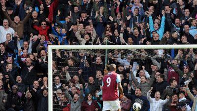 West Hamin kannattajat juhlivat maalia Manchester Cityä vastaan. 13f051056a