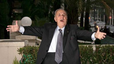Italialainen tenori Carlo Bergonzi poseeraa valokuvaajalle Cannesissa  tammikuussa 2009. 9f825a49ab