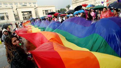 homo dating risteily Mikä on laillinen ikäero vuodelta Mississippi