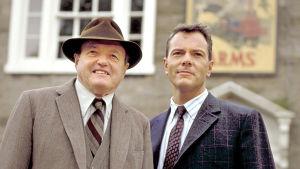 BBC:n tuottama sarja sijoittuu 50-luvulle idylliseen Ormstonin kylään, jossa kaikki tuntevat toisensa.