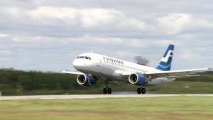 Finnairs Airbus A320-plan landar.