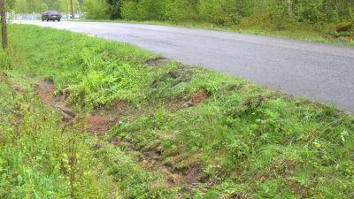 Här körde traktorn i diket.