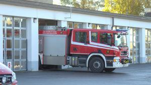 Brandbil vid brandstationen i Vasa.