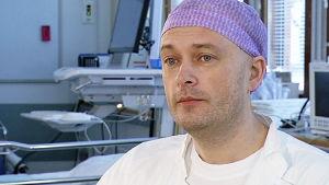 Plastiikkakirurgian erikoislääkäri Patrik Lassus