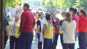 Bibi Kiikka och de andra anställda på K-citymarket i Vasa gick ut i femton minuter i protest.