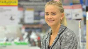 Julia Holmqvist från Sundom på Citymarket i Stenhaga i Vasa.