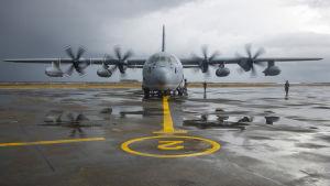 USA:s marinkårs militärflyg av modellen KC-130 Hercules.
