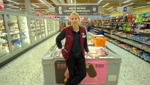 Elisa Puska driver K-supermarket Piffi i Smedsby.